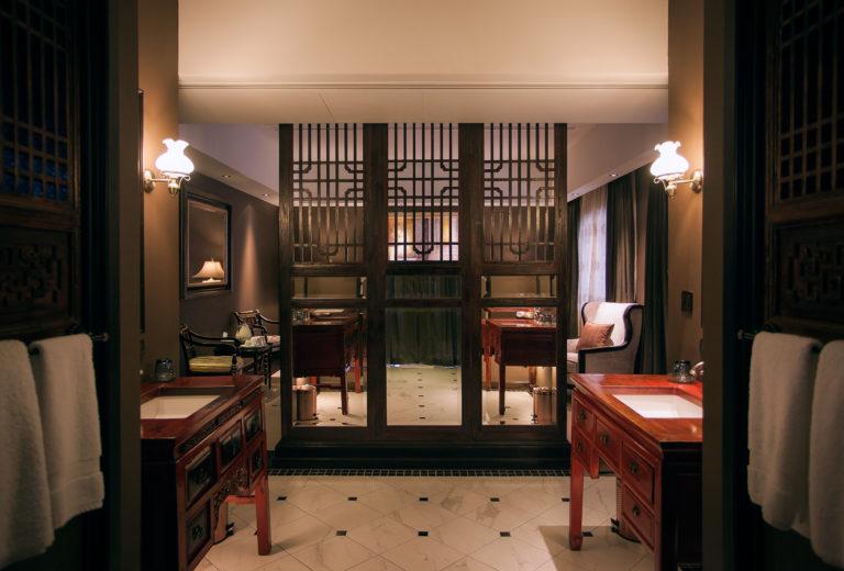 Suite_Metalbathroom1